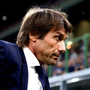 Conte by nebol vhodným manažérom pre United, myslí si Neville